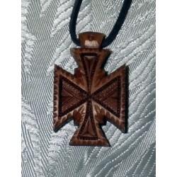 Крест дер.нательный резной на гайтане 1