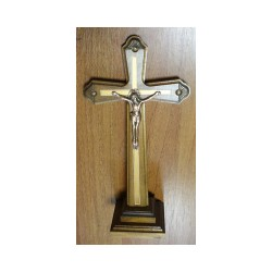 Крест распятье, дерево на подставке  32-17,5 см груша Кра