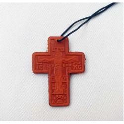 Крест  кожаный на нитке