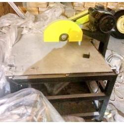 Станок раскроечный для порезки деревяного багета